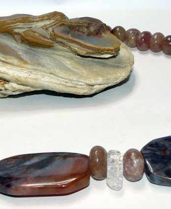 Ahāts, zemeņu kvarcs, kalnu kristāls